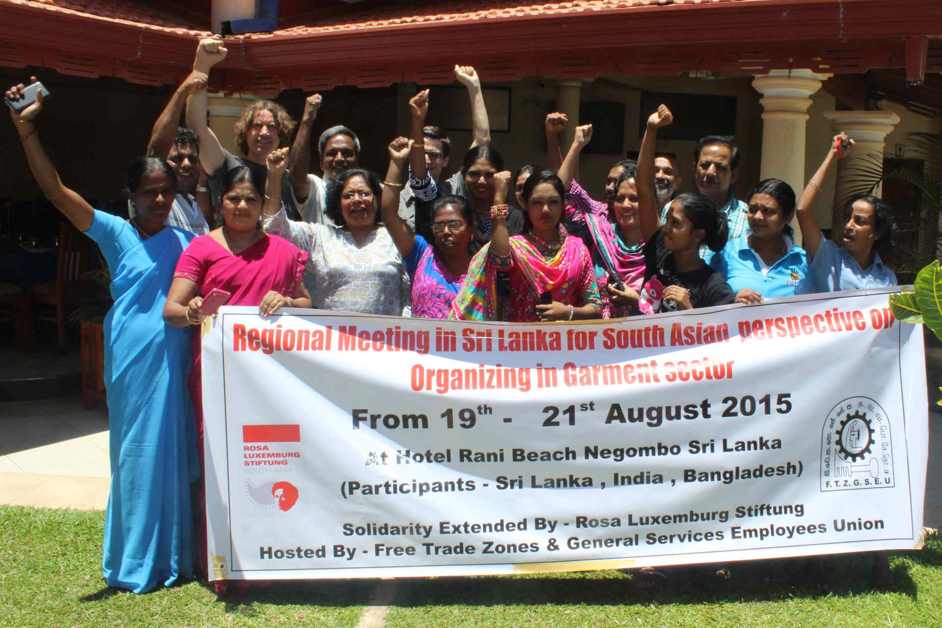 Group picture: Regional Meeting for South Asian perspectives on organizing in the garment sector